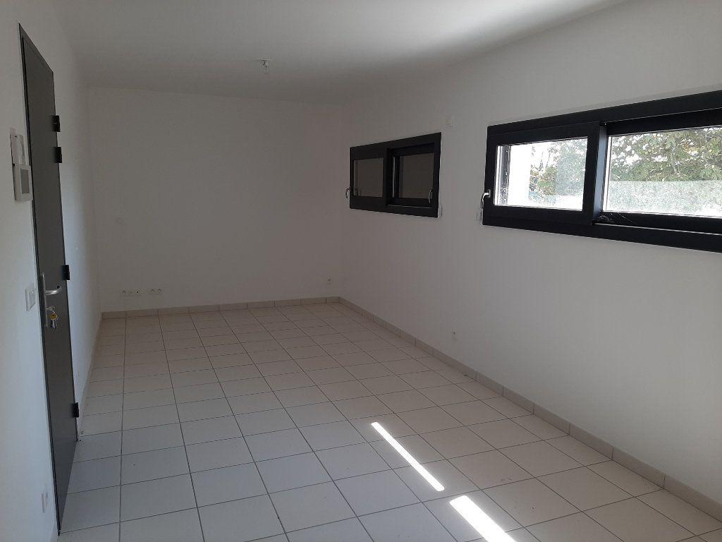 Appartement à louer 3 73m2 à Savasse vignette-2