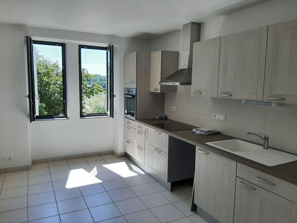 Appartement à louer 3 73m2 à Savasse vignette-3