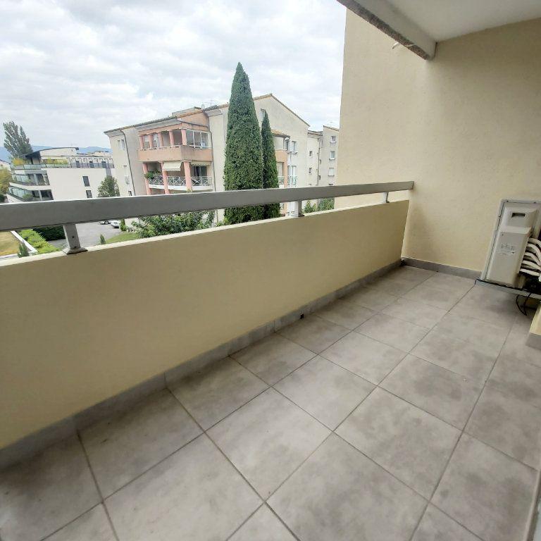Appartement à louer 3 71.06m2 à Montélimar vignette-1