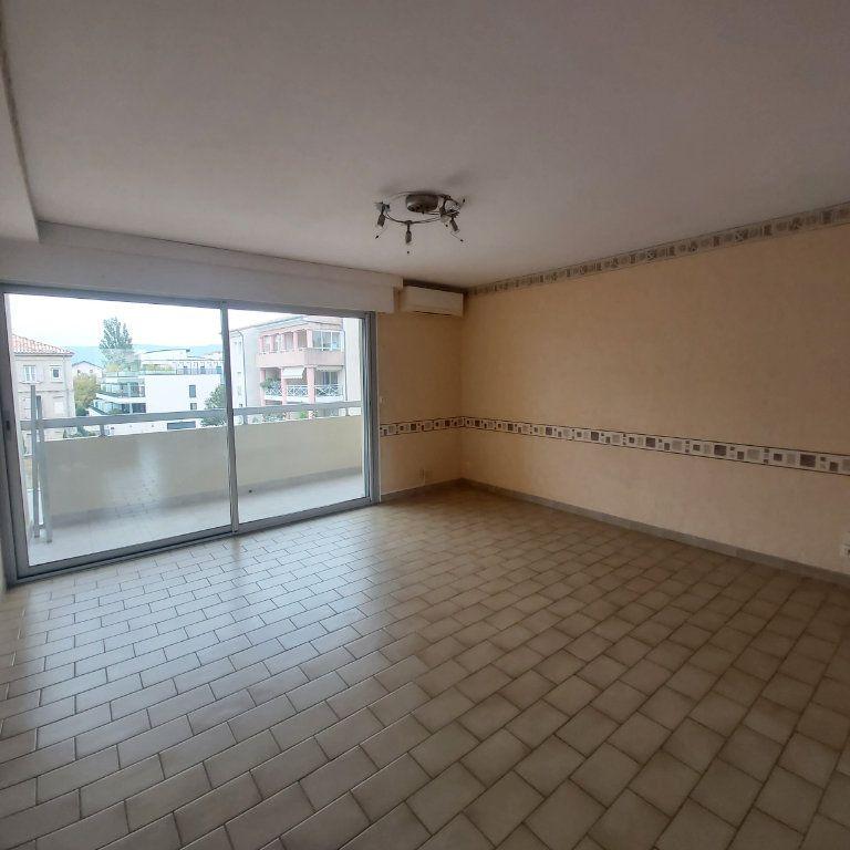 Appartement à louer 3 71.06m2 à Montélimar vignette-3