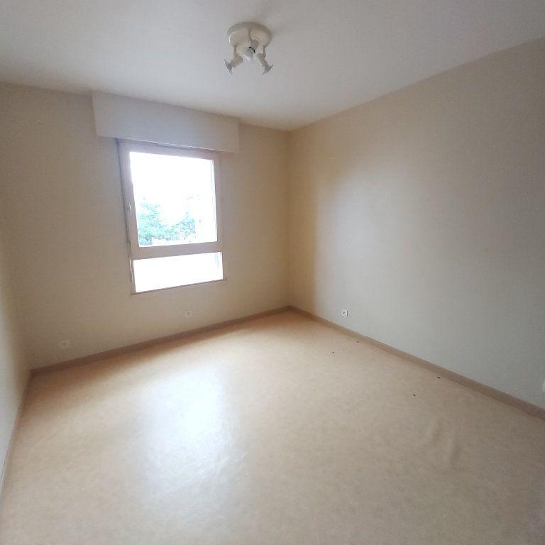 Appartement à louer 3 71.06m2 à Montélimar vignette-4