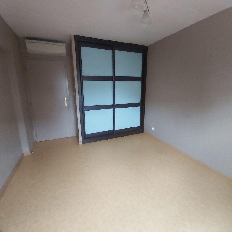 Appartement à louer 3 71.06m2 à Montélimar vignette-5