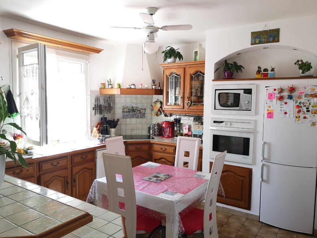Maison à vendre 4 100m2 à Saint-Ambroix vignette-4