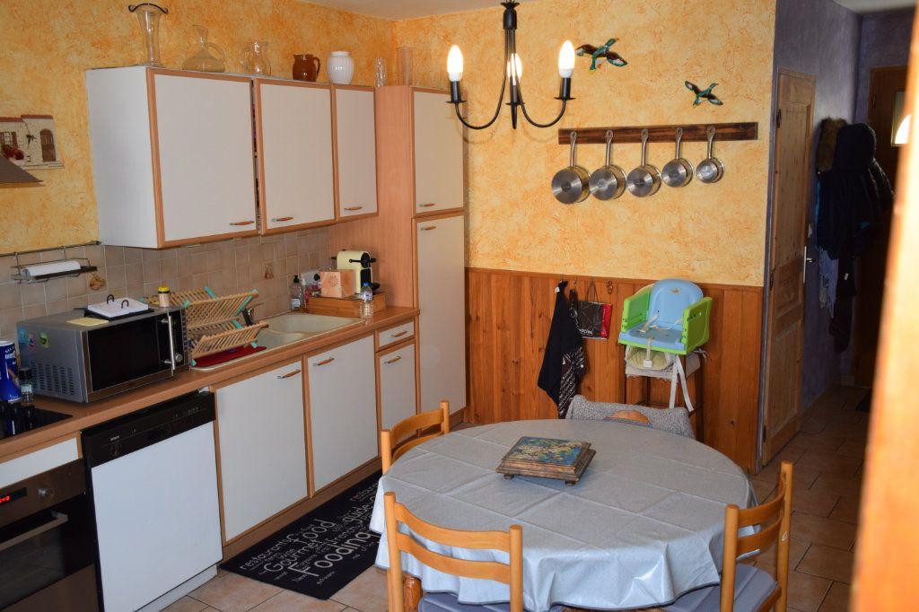 Maison à vendre 5 104m2 à Saint-Julien-de-Peyrolas vignette-2