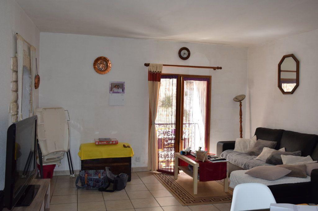 Maison à vendre 5 104m2 à Saint-Julien-de-Peyrolas vignette-3