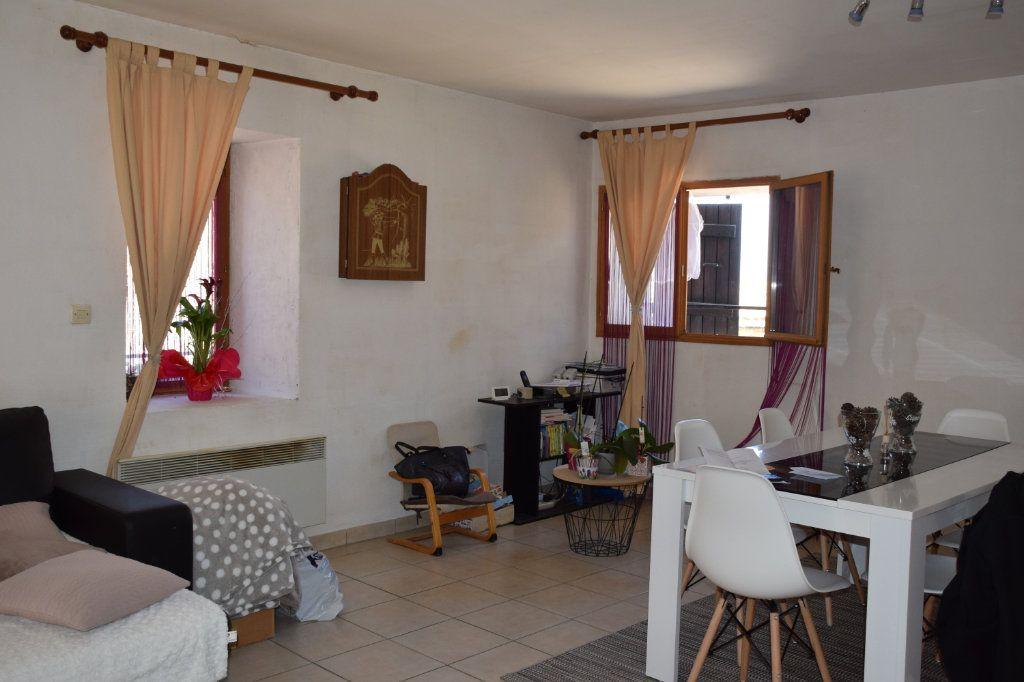 Maison à vendre 5 104m2 à Saint-Julien-de-Peyrolas vignette-4