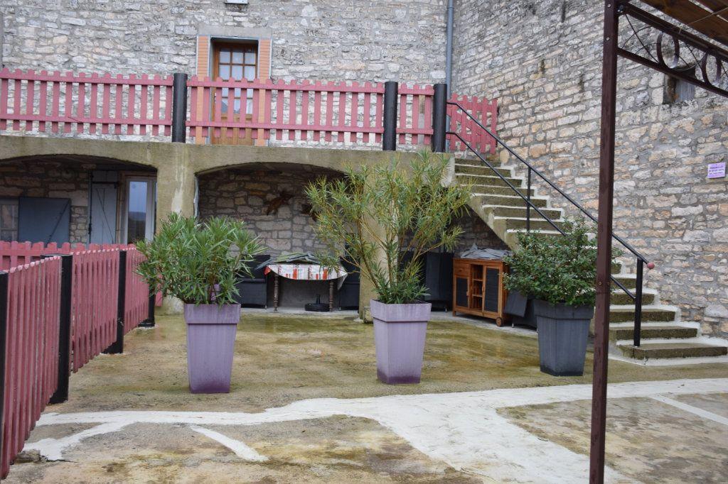 Maison à vendre 18 400m2 à Orgnac-l'Aven vignette-4