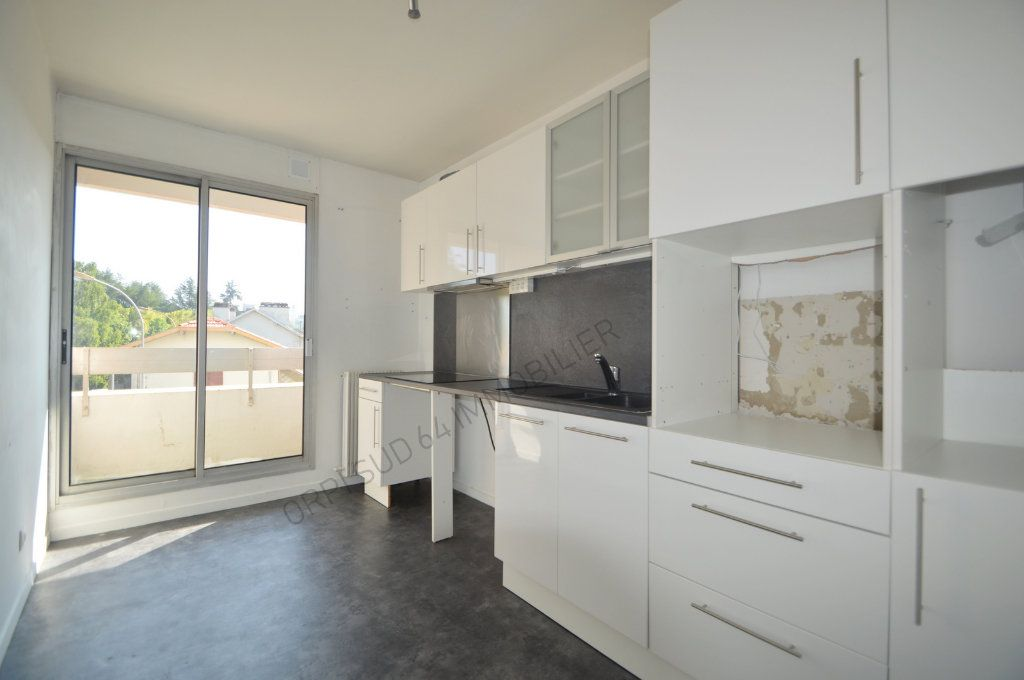 Appartement à louer 4 100m2 à Pau vignette-1