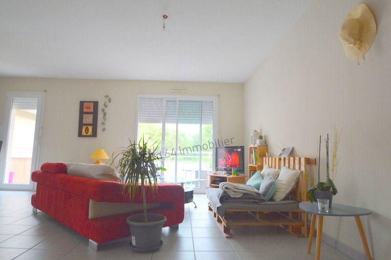 Appartement à louer 3 87m2 à Gelos vignette-2