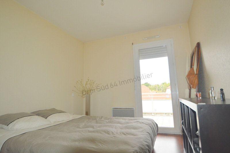 Appartement à louer 3 87m2 à Gelos vignette-4