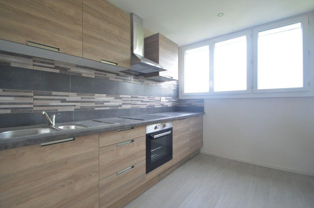 Appartement à louer 3 76.82m2 à Pau vignette-1