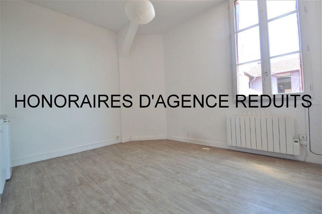 Appartement à louer 2 37.33m2 à Gelos vignette-1