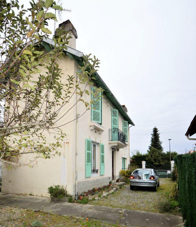 Maison à vendre 4 100m2 à Gelos vignette-1