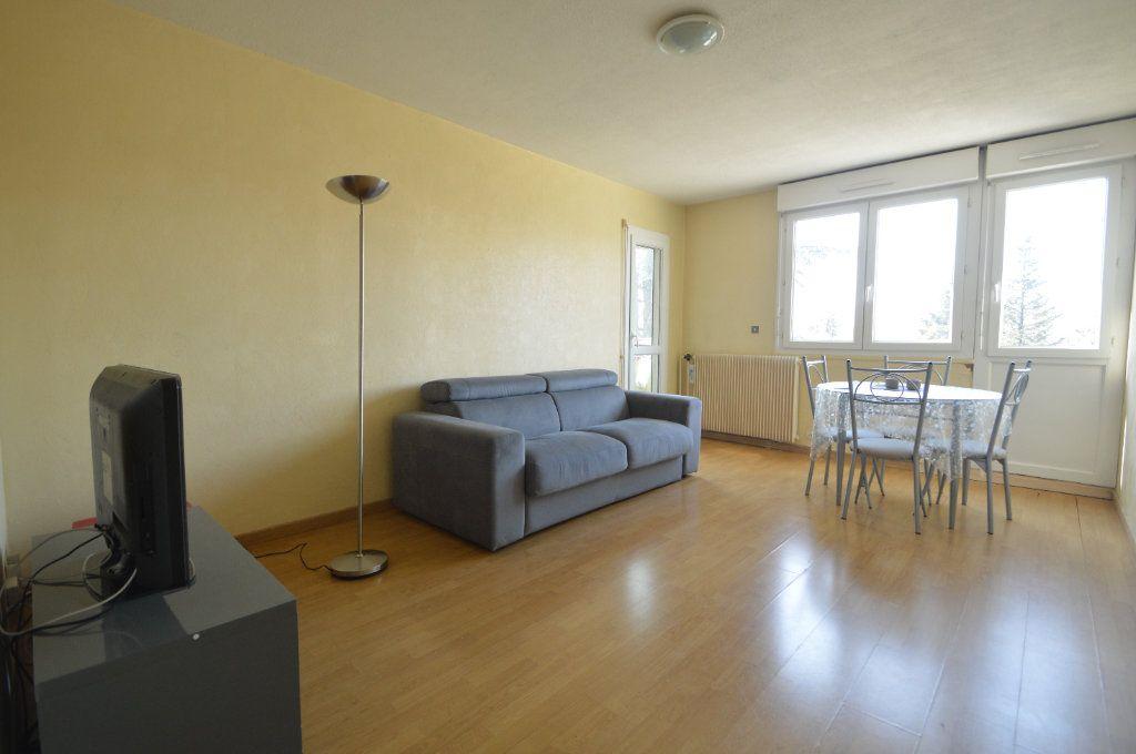 Appartement à louer 3 60.18m2 à Pau vignette-1