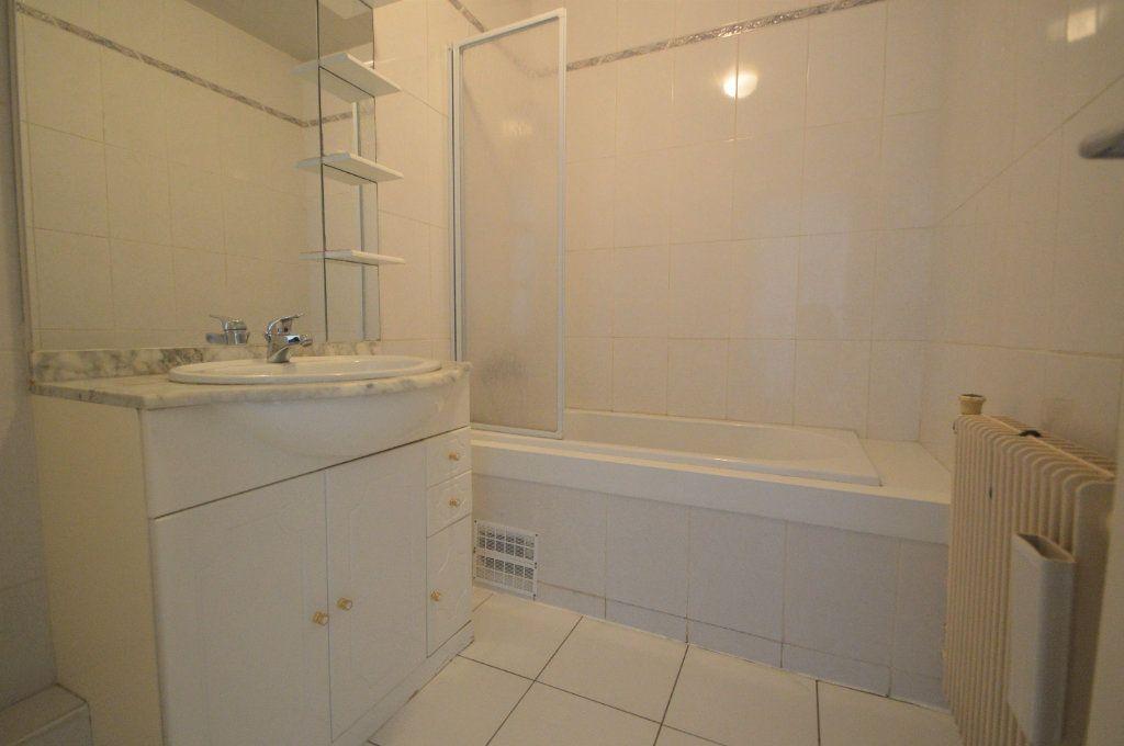 Appartement à louer 3 60.18m2 à Pau vignette-5