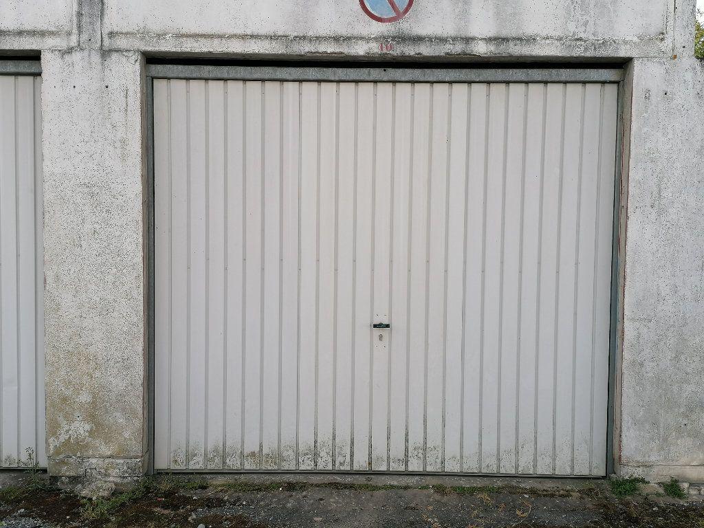 Stationnement à louer 0 0m2 à Gelos vignette-1