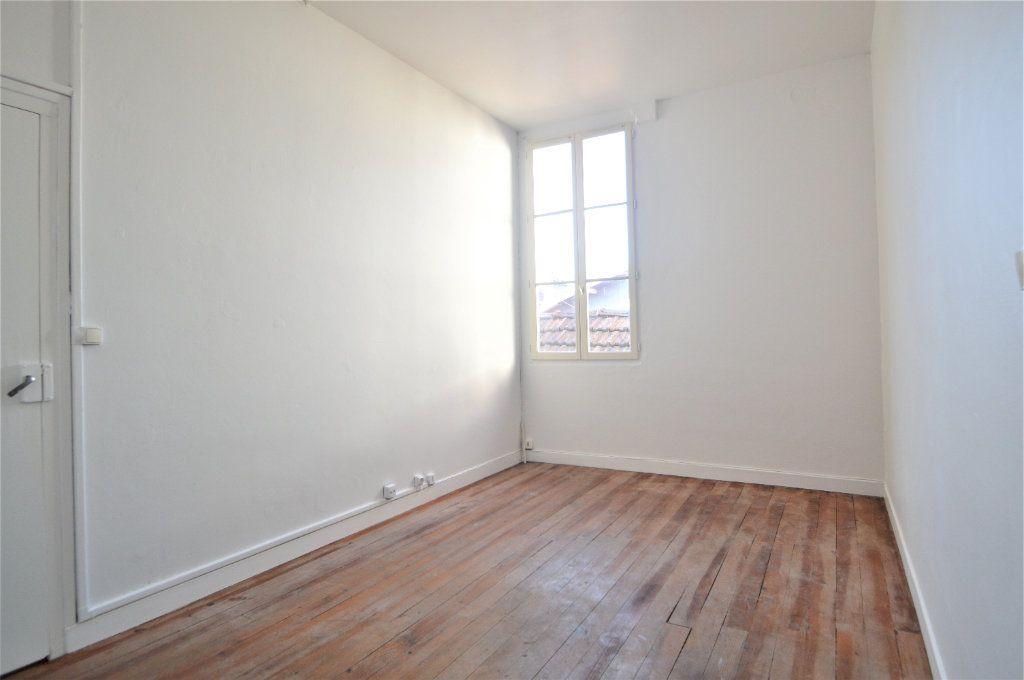 Appartement à louer 2 54.61m2 à Gelos vignette-1