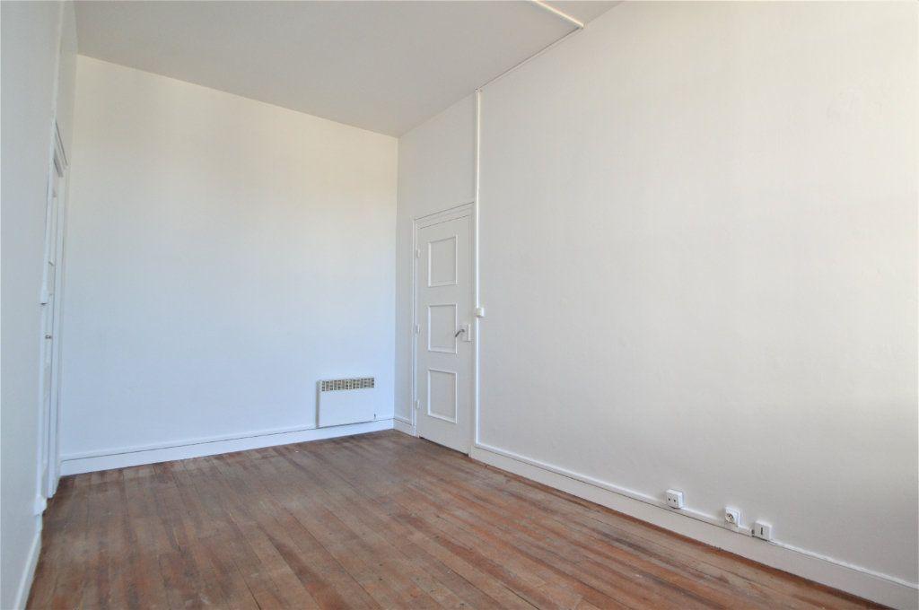 Appartement à louer 2 54.61m2 à Gelos vignette-3