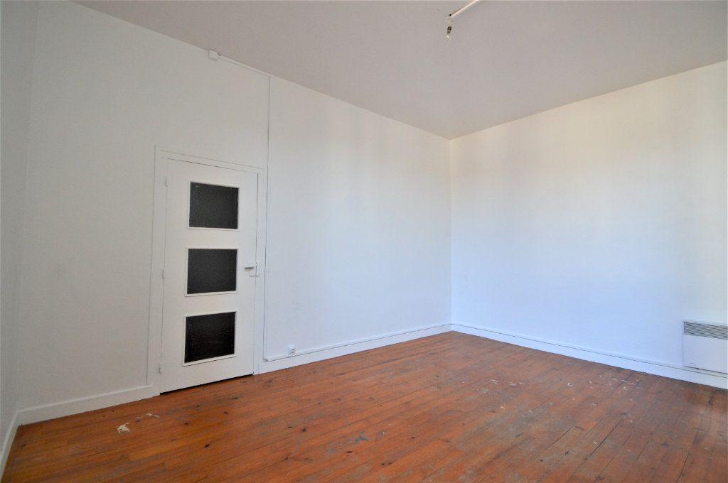 Appartement à louer 2 54.61m2 à Gelos vignette-4
