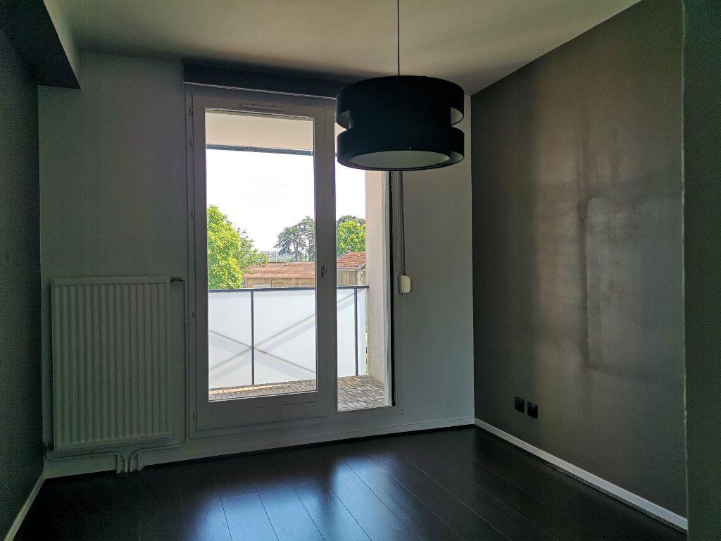 Appartement à vendre 2 54.96m2 à Caluire-et-Cuire vignette-4