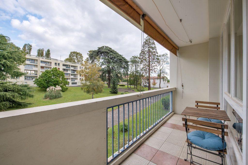 Appartement à vendre 4 77m2 à Genay vignette-1