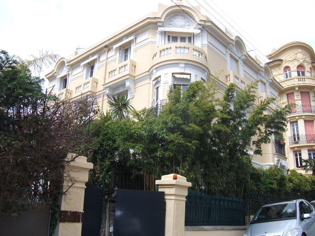 Appartement à vendre 6 150m2 à Nice vignette-2