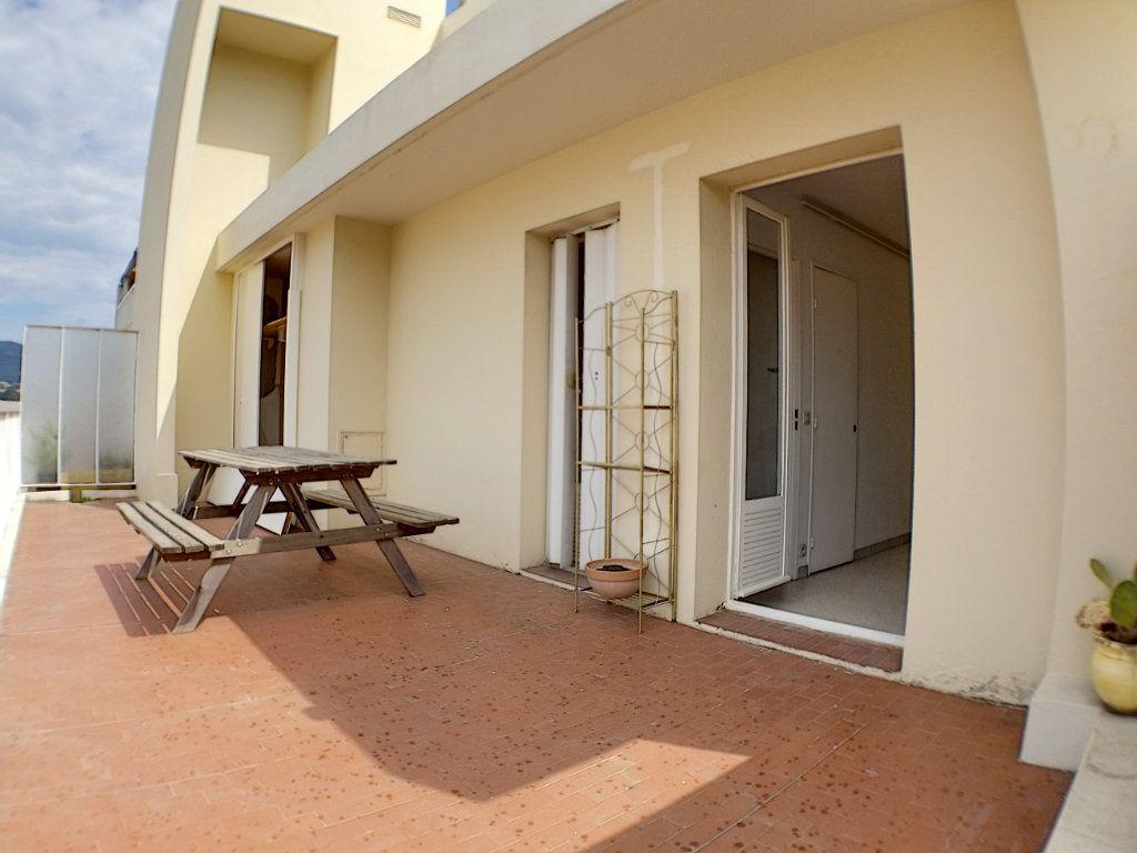 Appartement à louer 1 28.44m2 à Nice vignette-1