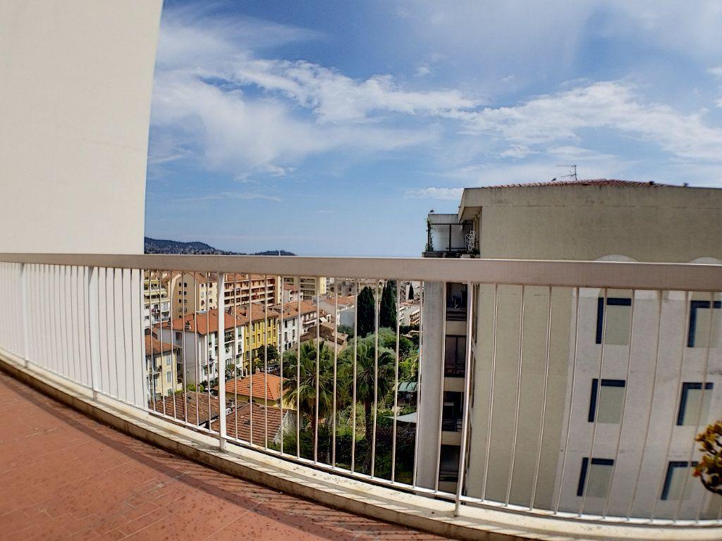 Appartement à louer 1 28.44m2 à Nice vignette-2