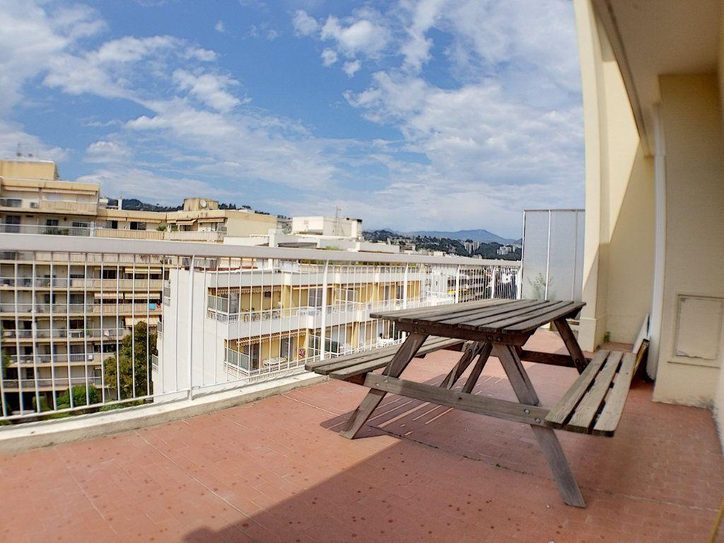 Appartement à louer 1 28.44m2 à Nice vignette-9