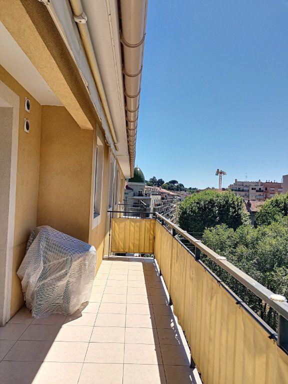 Appartement à louer 2 28.26m2 à Nice vignette-2