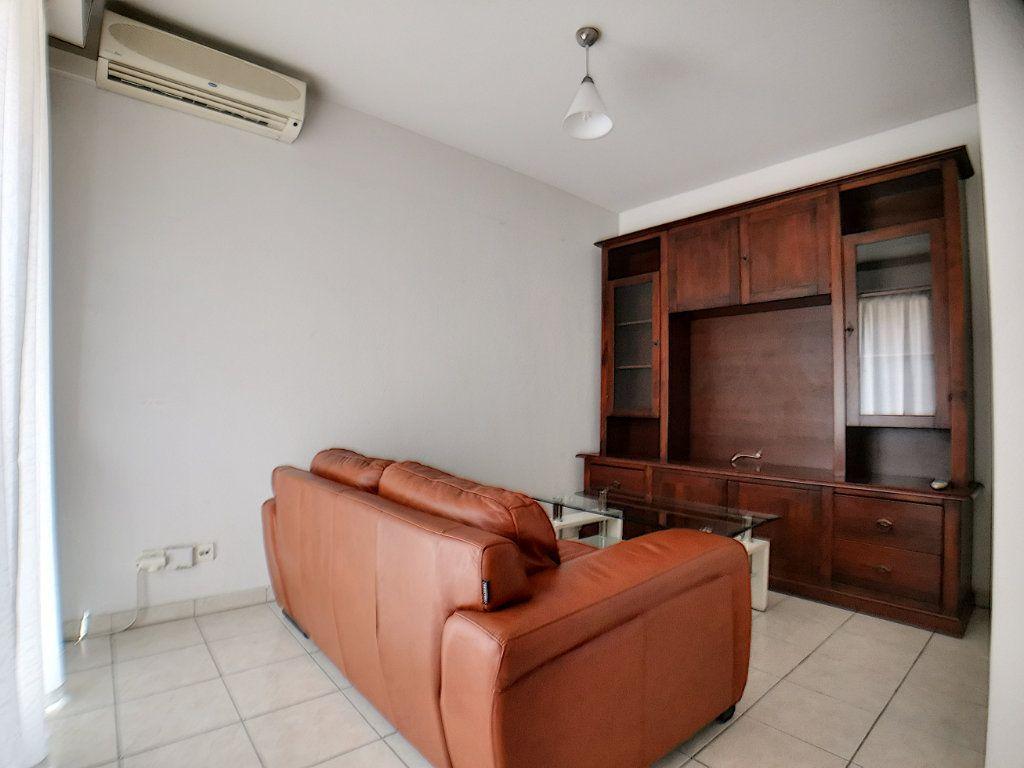 Appartement à louer 2 28.26m2 à Nice vignette-4