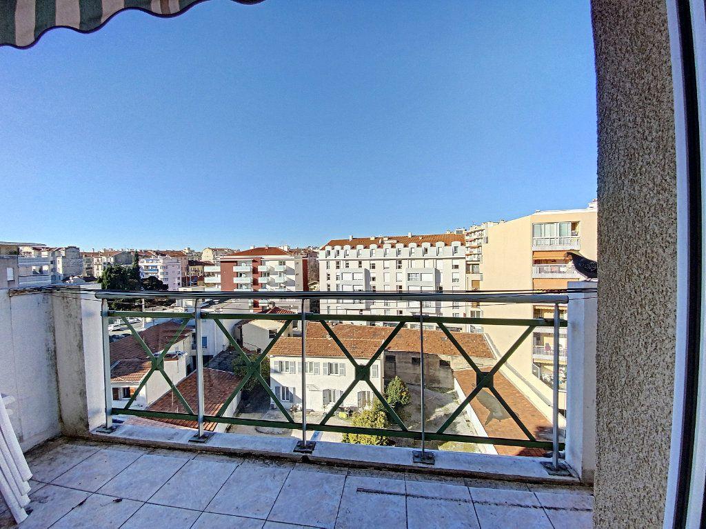 Appartement à vendre 1 20m2 à Nice vignette-1
