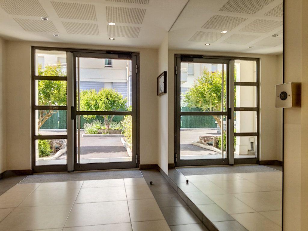 Appartement à louer 3 58.46m2 à Nice vignette-1
