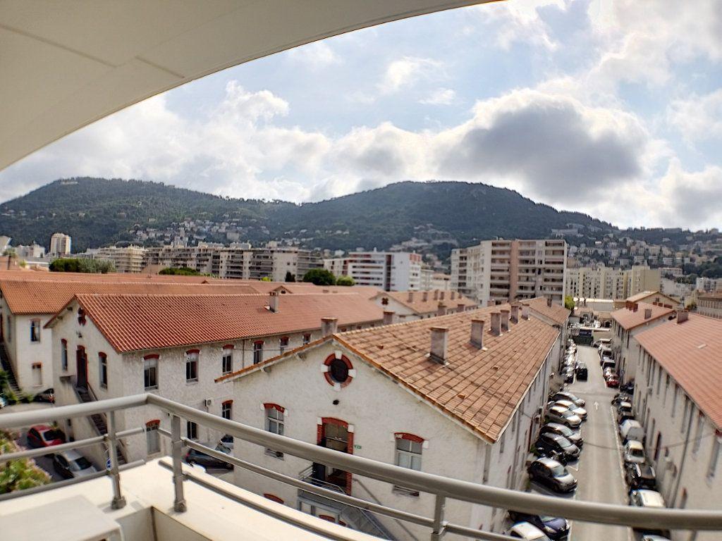 Appartement à louer 3 58.46m2 à Nice vignette-2