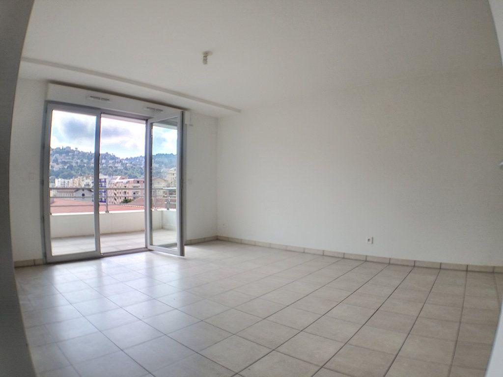 Appartement à louer 3 58.46m2 à Nice vignette-3