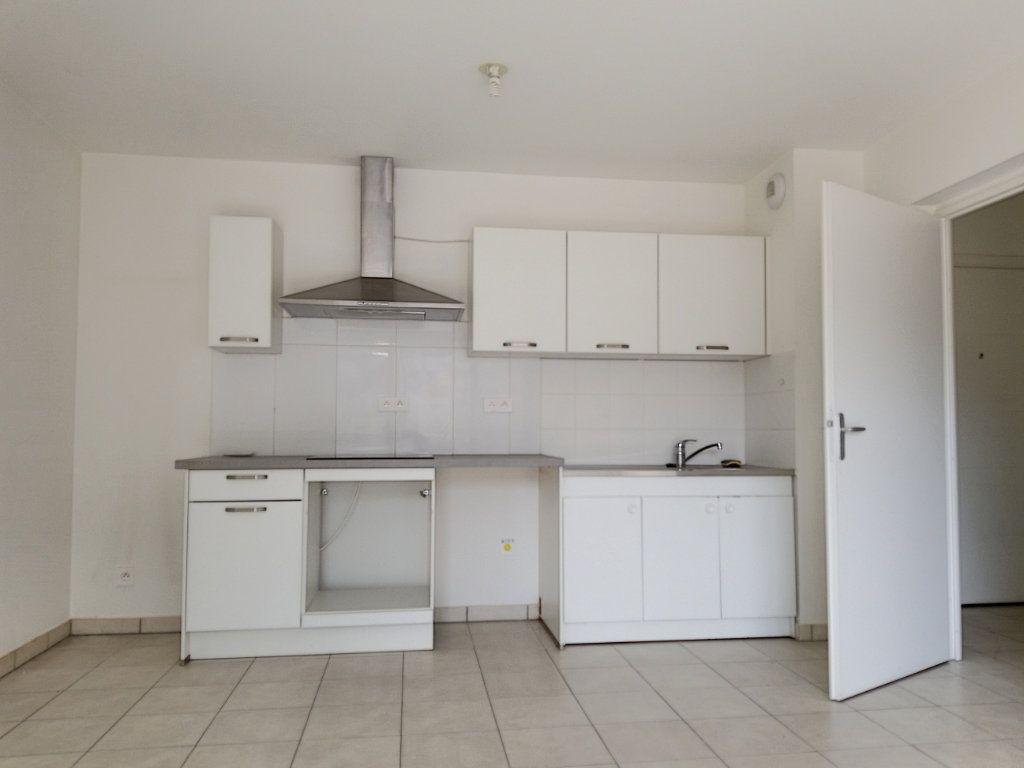 Appartement à louer 3 58.46m2 à Nice vignette-4