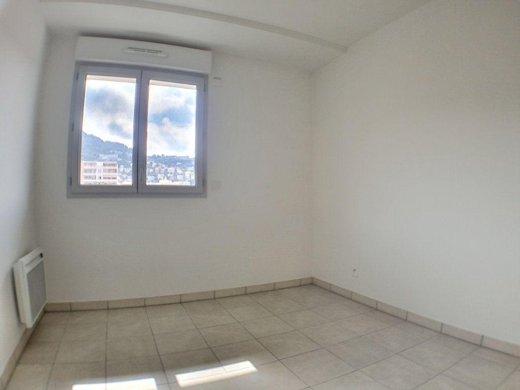 Appartement à louer 3 58.46m2 à Nice vignette-6