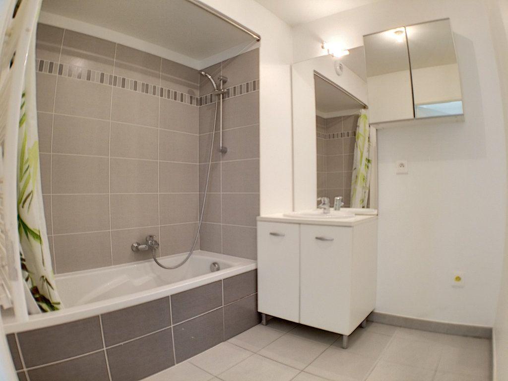 Appartement à louer 3 58.46m2 à Nice vignette-7