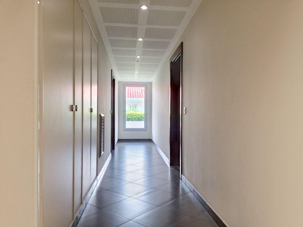 Appartement à louer 3 58.46m2 à Nice vignette-8