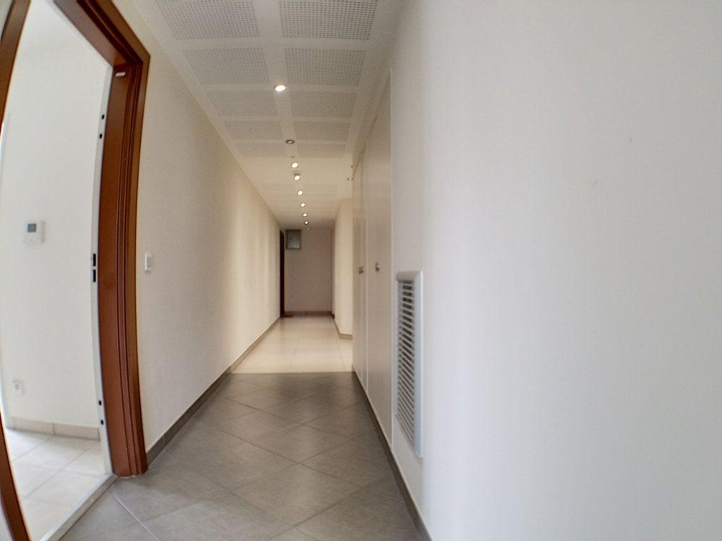 Appartement à louer 3 58.46m2 à Nice vignette-9
