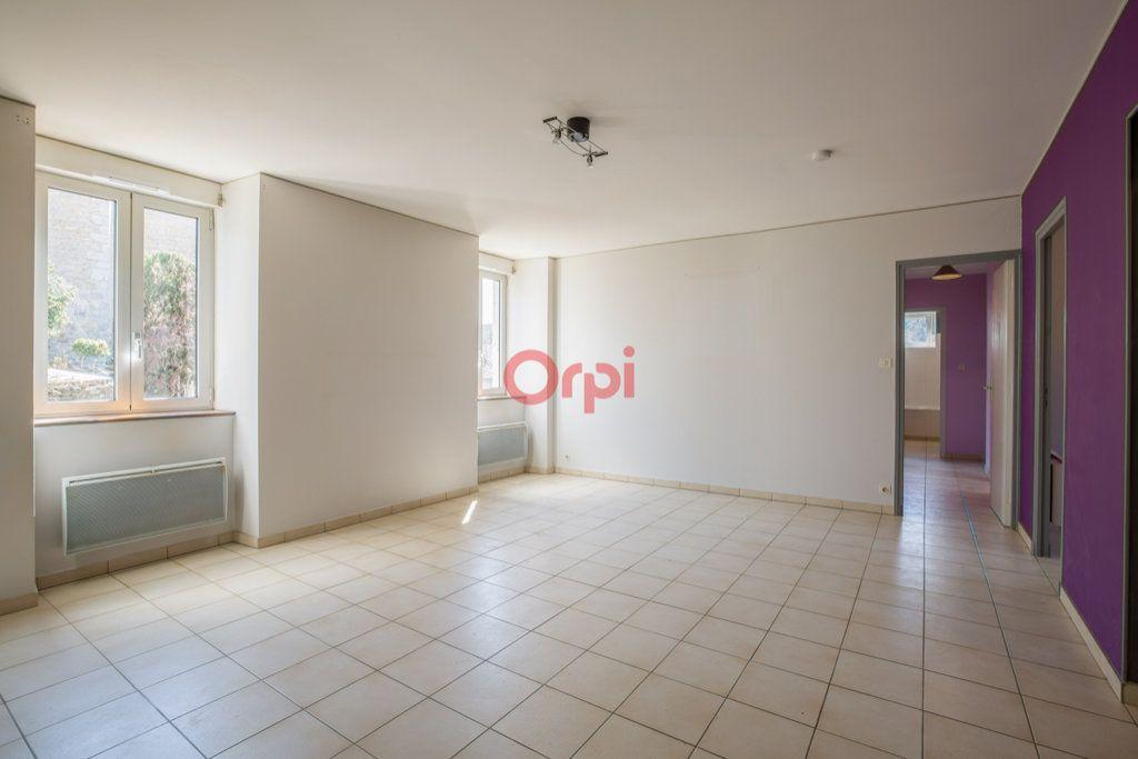 Appartement à louer 4 76.2m2 à Rochecolombe vignette-1