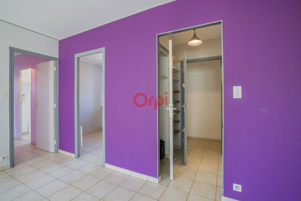 Appartement à louer 4 76.2m2 à Rochecolombe vignette-4