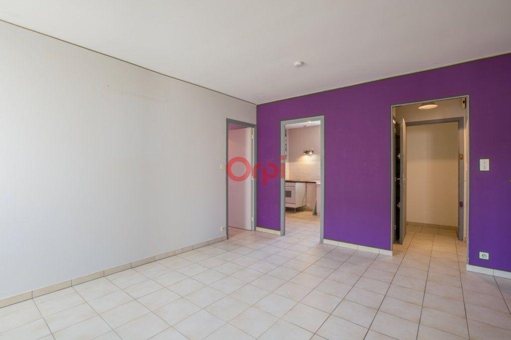 Appartement à louer 4 76.2m2 à Rochecolombe vignette-5