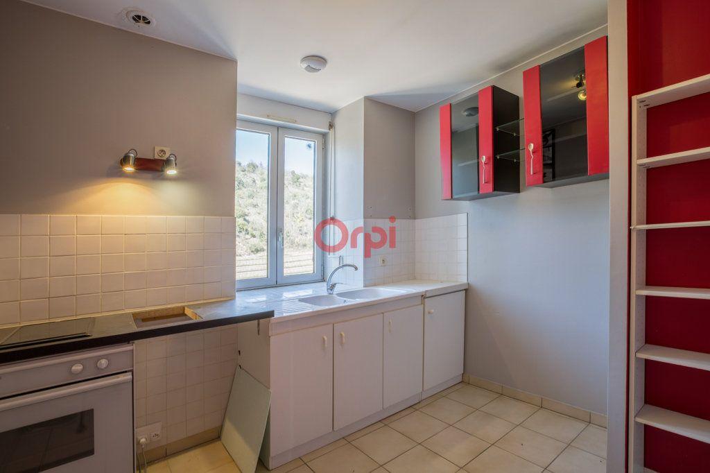Appartement à louer 4 76.2m2 à Rochecolombe vignette-7