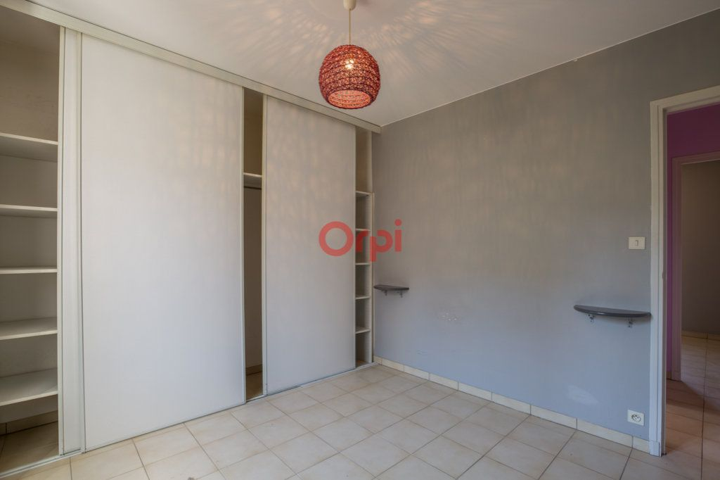 Appartement à louer 4 76.2m2 à Rochecolombe vignette-9