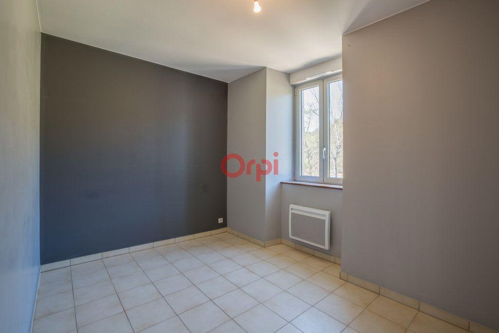 Appartement à louer 4 76.2m2 à Rochecolombe vignette-11