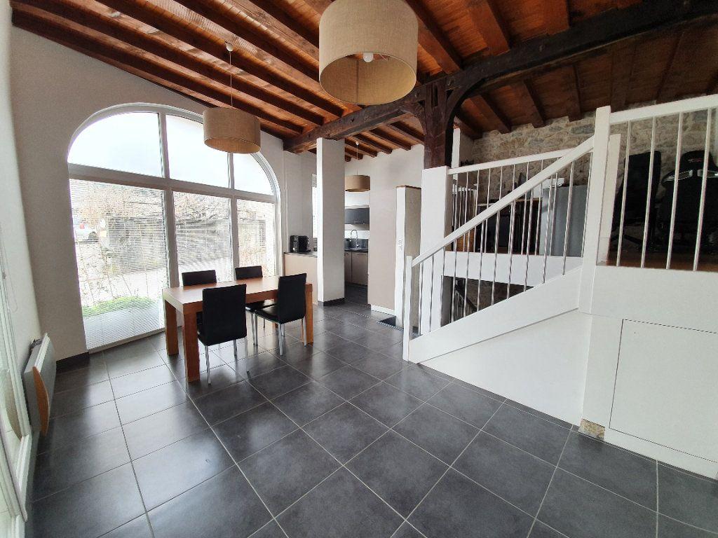 Appartement à vendre 4 101m2 à Saint-Jean-de-Gonville vignette-1