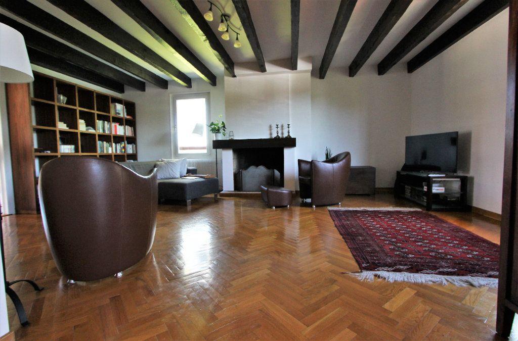 Appartement à vendre 4 140m2 à Ferney-Voltaire vignette-3