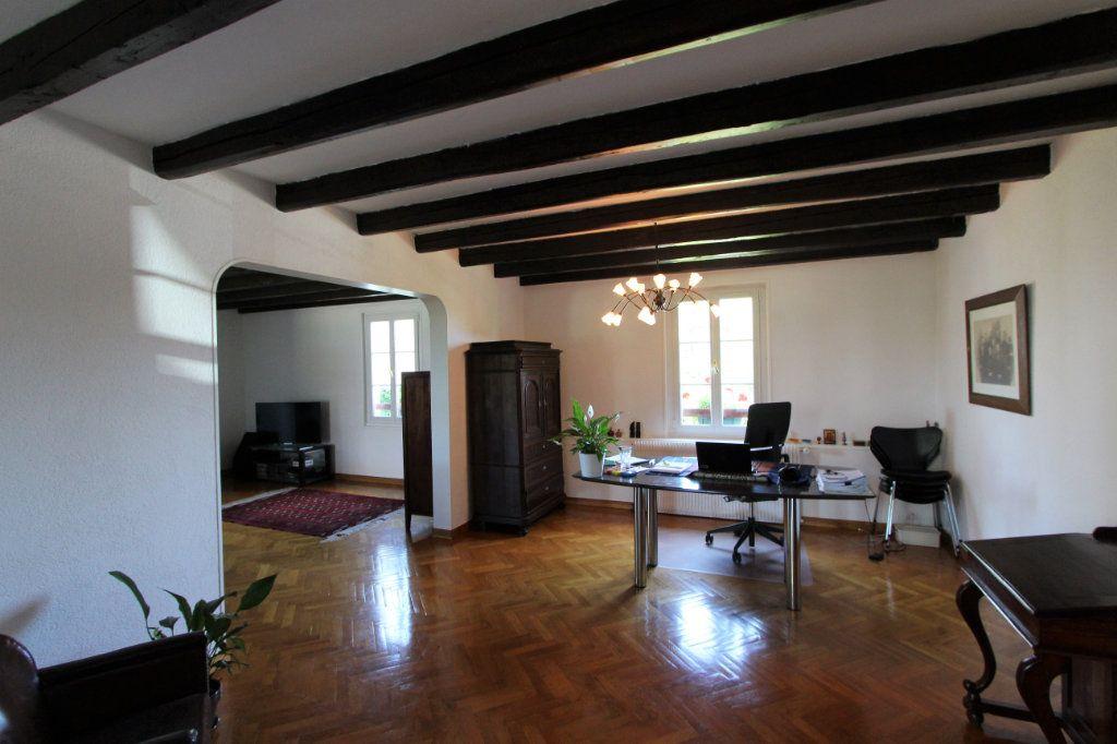 Appartement à vendre 4 140m2 à Ferney-Voltaire vignette-4
