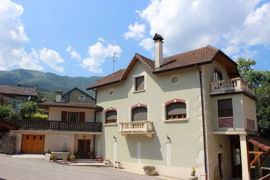 Maison à vendre 7 170m2 à Thoiry vignette-3